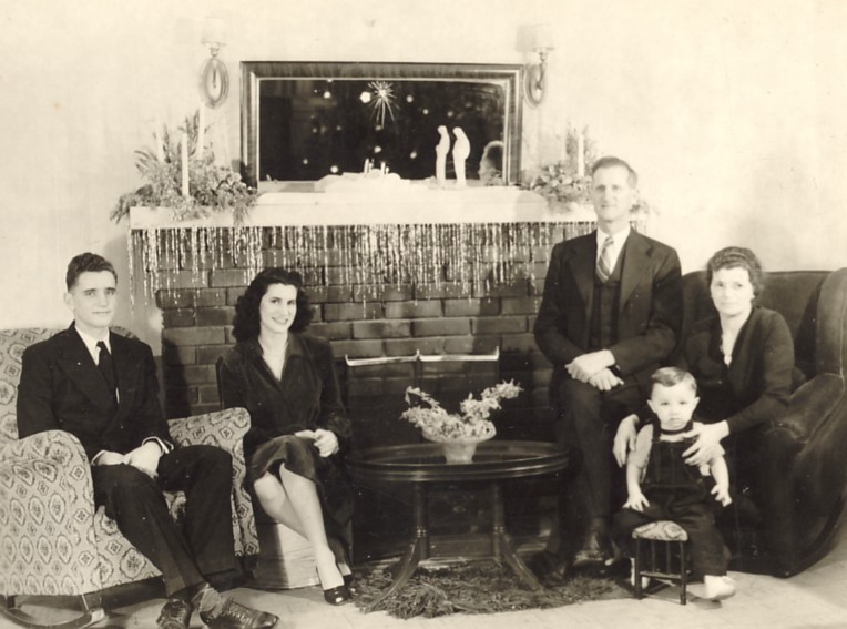 Mid-1940s photo of Stanton, Fawn, Donald, Amber, and Steve Schmutz